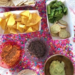 Bonendippers met snijbonen, toastjes en Doritos